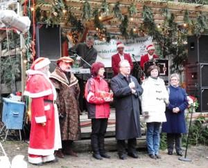 Ministerpräsident Dr. Haseloff auf dem Möllensdorfer Wald-Weihnachtsmarkt